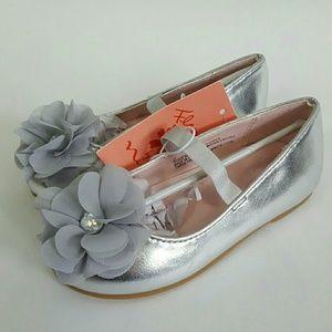 Flowers by Nina Girls' Silver Dressy Ballet Flats
